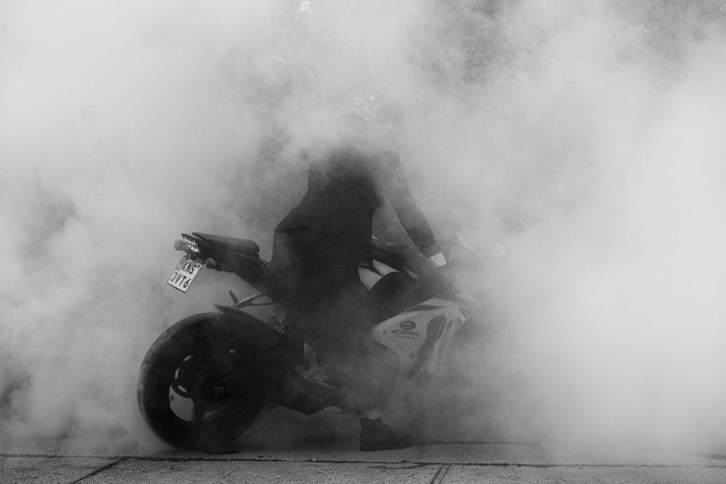 Ślub motocyklowy pan młody motory obstawa motocyklowa