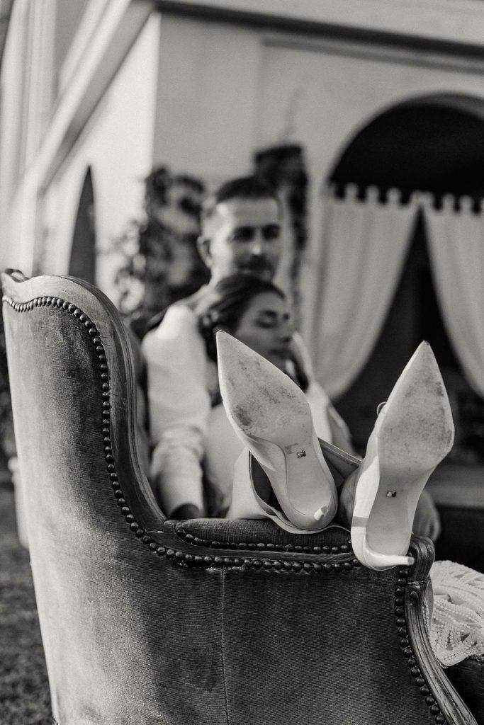 para młoda buty ślubne czerń i biel