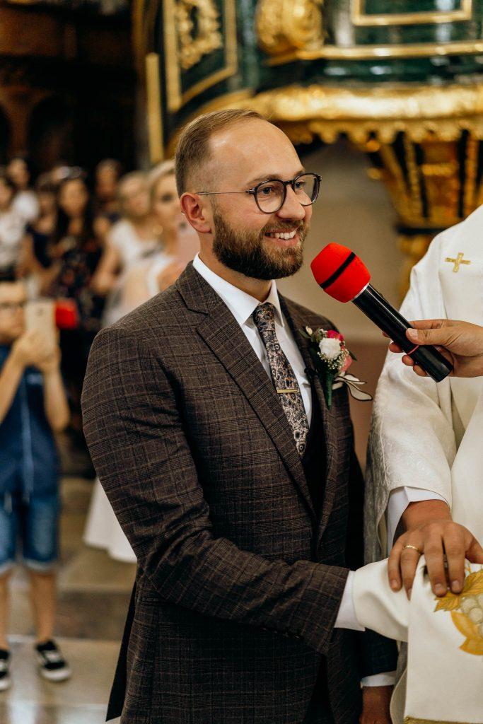 pan młody ceremonia ślubna